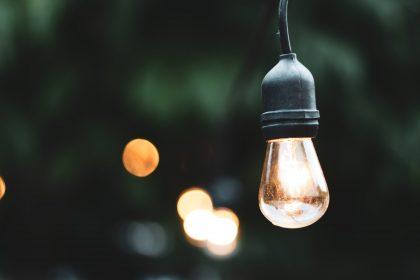 visuté lampy do zahrady