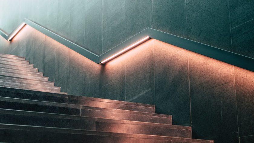 Podświetlane schody jak zrobić