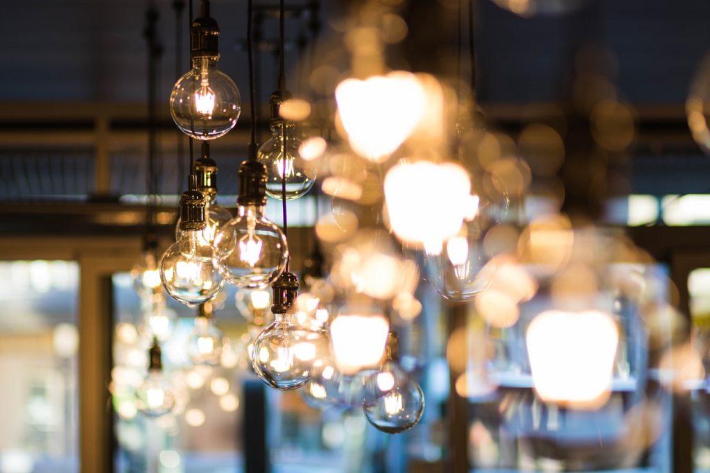 projekty domów parterowych a oświetlenie